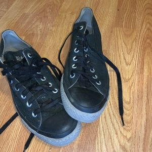 bLACKED OUT CONVERSE CHUCKS LOW SIZE 10.5 USED